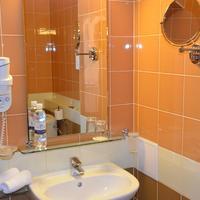 Aurora Premier Hotel Bathroom