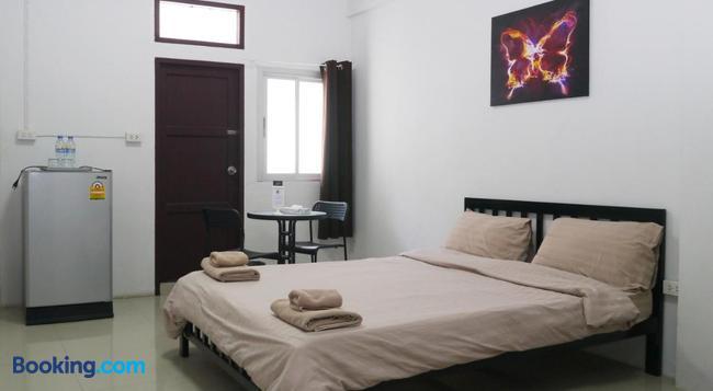 Baan Mai Guest House - Bangkok - Bedroom