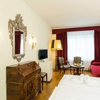 Hotel Royal guest room