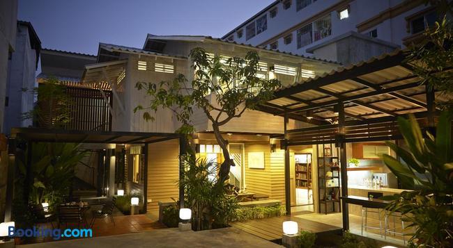 Uncle Loy's Boutique House - Bangkok - Building