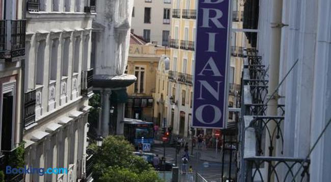 Hostal Adriano - Madrid - Building