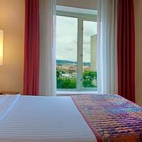 Residence Inn by Marriott Pittsburgh University Medical Center Suite Bedroom