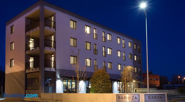 Barok Hotel And Apartments - Bratislava - Building