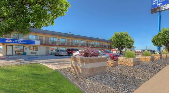 Americas Best Value Inn Amarillo Airport/Grand Street - Amarillo - Building