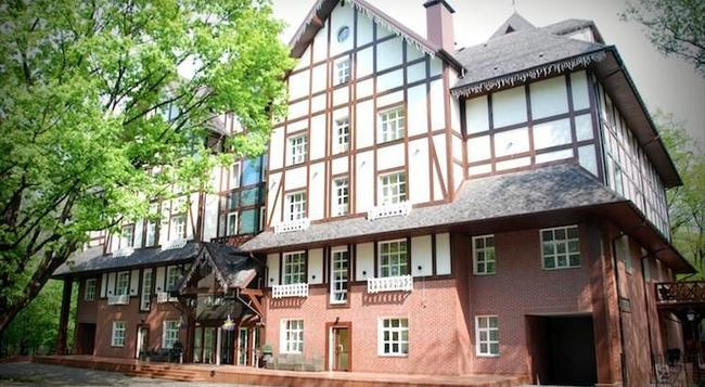 Park Hotel Golosievo - Kiev - Building
