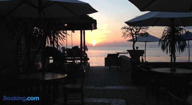 Linda Beach Resort - Lembongan - Building