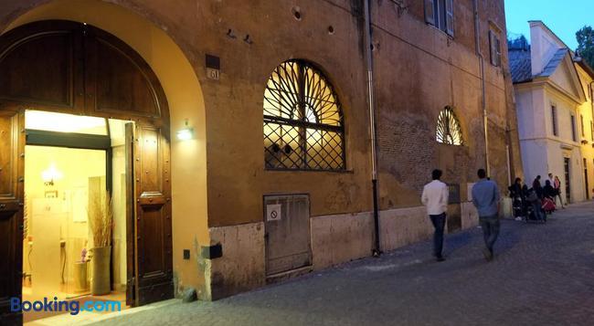Casa Di Santa Francesca Romana a Ponte Rotto - Rome - Building