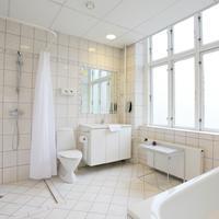 Ibsens Hotel Bathroom