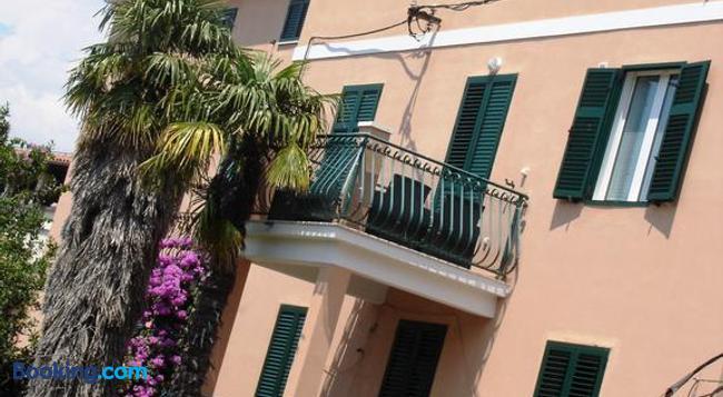 Guest House Laura - Split - Building