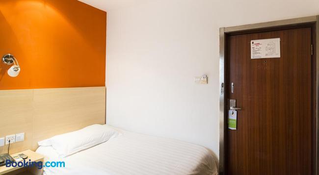Motel 168 Shanghai Qixin Road Branch - Shanghai - Bedroom