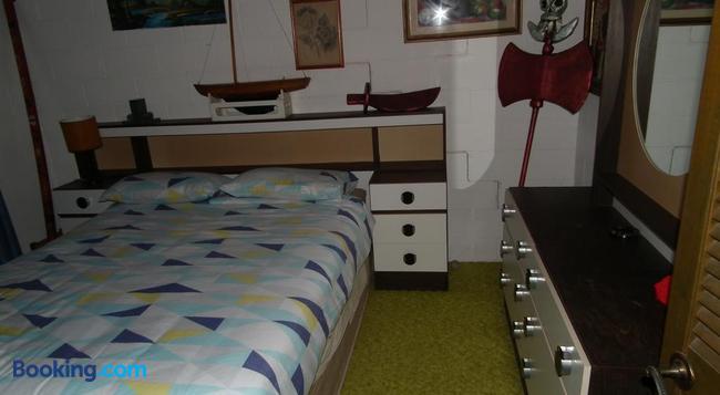 Shady Grove B&B - Hervey Bay - Bedroom