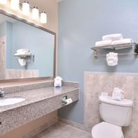 Best Western Plus Northwest Inn & Suites Guest Bathroom