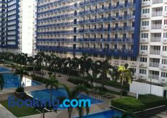 Sea Residences Holiday Rentals - Manila - Kolam