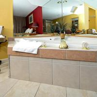 Americas Best Value Inn One King Bed Jacuzzi Suite