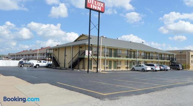 Delux Inn Tulsa - Tulsa - Building