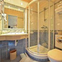 Best Western Beausejour Guest Bathroom