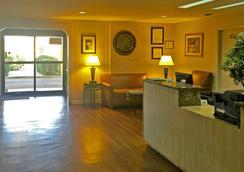 Americas Best Value Inn - Austin - Lobi