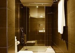 Silken Concordia Hotel - Barcelona - Kamar Mandi