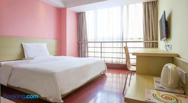 7Days Inn Nanchang Railway Central Station - Nanchang - Bedroom