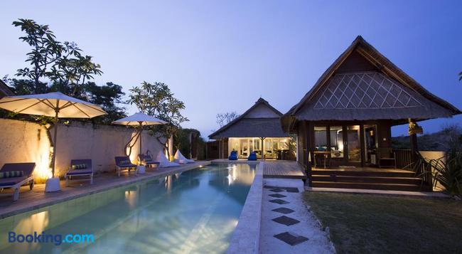 Villa Waru - Lembongan - Building