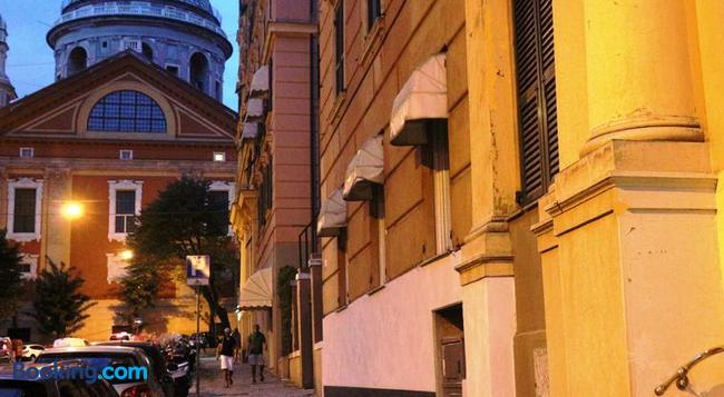 La Casa Sui Tetti B&b - Genoa - Building