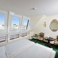 Graben Hotel guest room
