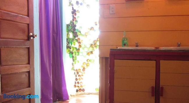 Anda Di Hows Hostel - Placencia - Bedroom