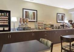 Microtel Inn & Suites Greenville by Wyndham - Greenville - Restoran