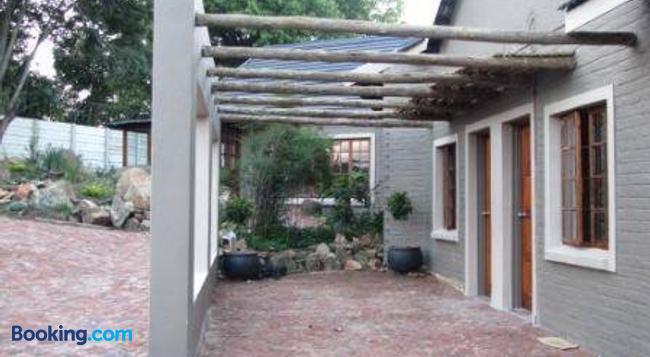 Mzanzi Rock Guesthouse - Johannesburg - Building
