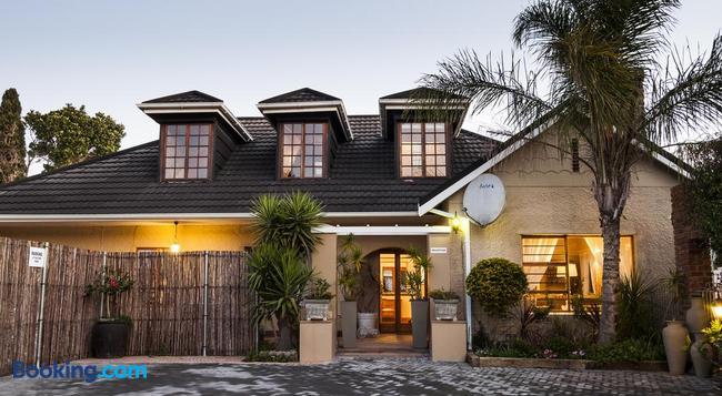 Guest House Ascot Place - Port Elizabeth - Building
