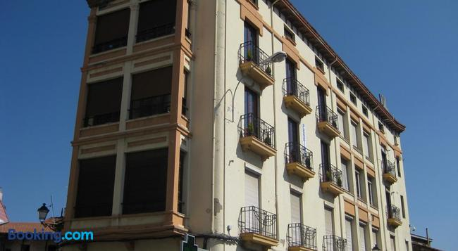 Pensión Sandoval - León - Building