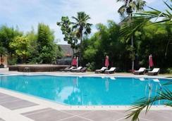 Kyriad Hotel Bumiminang - Kota Padang - Kolam