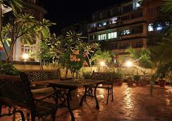Benazeer Hotel - Mumbai - Serambi