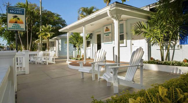 Southwinds Motel - Key West - Building