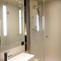Best Western Hotel Le Montmartre Saint Pierre Bathroom