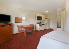 Days Inn and Suites Green Bay WI. - Green Bay - Kamar Tidur