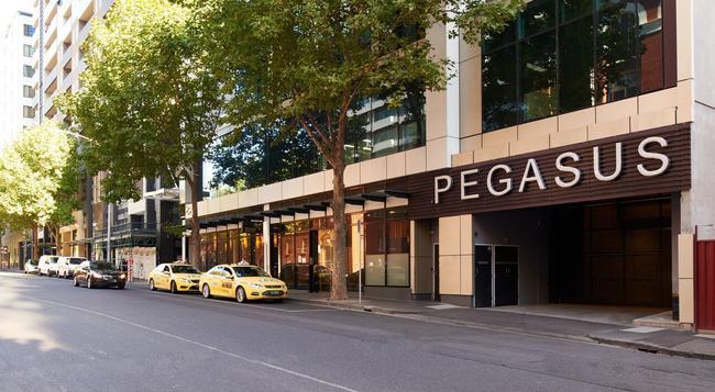 Pegasus Apart'Hotel - Melbourne - Building
