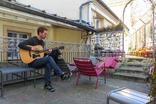 Le Village Montmartre by Hiphophostels - Paris - Balkon