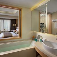 Amari Watergate Bangkok Bathroom