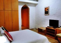 Safari Village Executive Suites - Muskat - Kamar Tidur