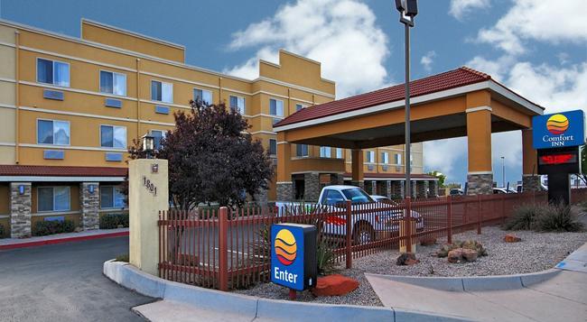 Comfort Inn Albuquerque Airport - Albuquerque - Building