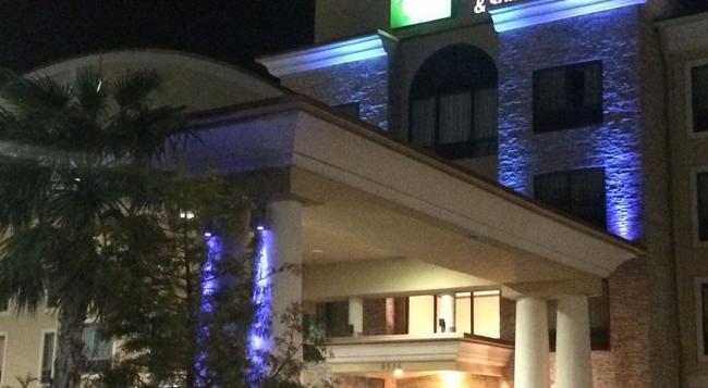 Holiday Inn Express & Suites San Antonio NW Near Seaworld - San Antonio - Building