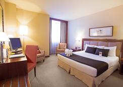 Hotel Nuevo Madrid - Madrid - Kamar Tidur