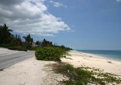 Orange Hill Beach Inn - Nassau - Pantai
