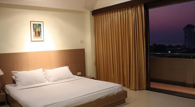 The Pinewood Residence - Pattaya - Bedroom