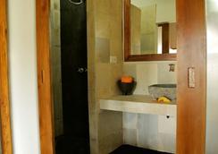 Kuta Baru Hotel - Kuta (Lombok) - Kamar Mandi