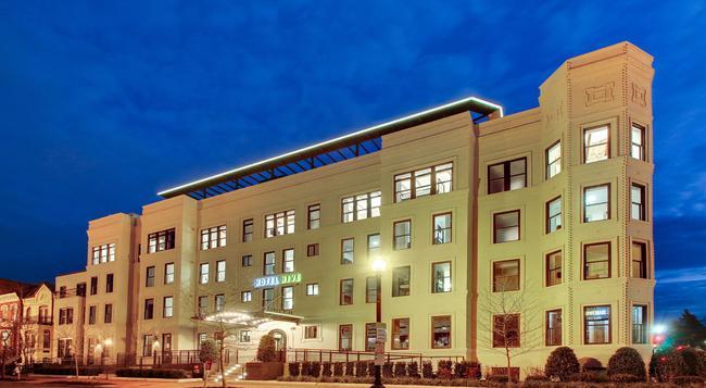 Hotel Hive - Washington - Building