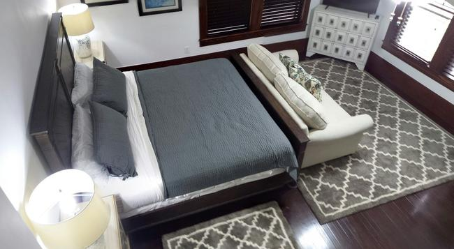 East Hill Bungalow - Pensacola - Bedroom
