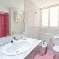 Hotel Servigroup Torre Dorada Bathroom