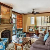 Harbourview Inn Lobby Sitting Area